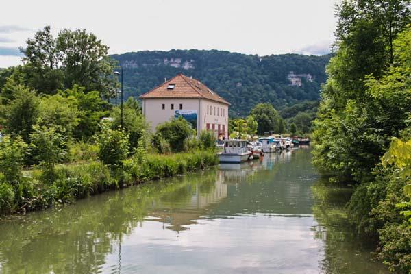 Le port fluvial de Baume-les-Dames sur l'EuroVelo 6