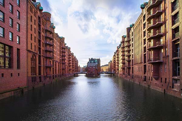 La zone d'entrepôts de Speicherstadt à Hamburg