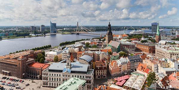 Vue de Riga, un des ports animés des pays baltes
