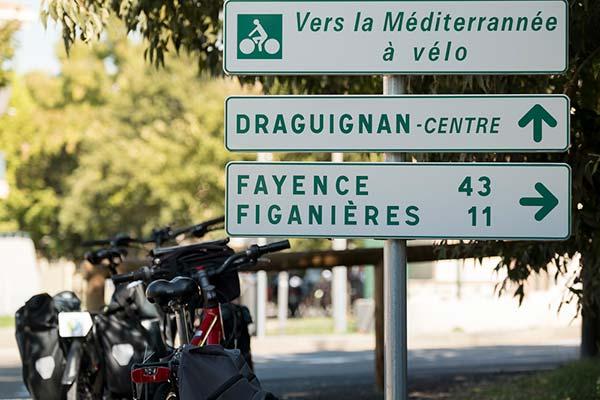 Signalisation sur la Méditerranée à vélo