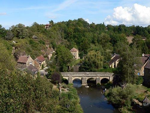 Saint-Cénéri-le-Gérei dans les Alpes Mancelles