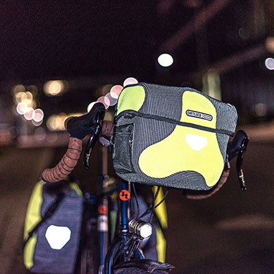 La sacoche de guidonpratique pour un voyage à vélo