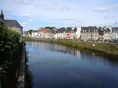 Le Blavet canalisé à Pontivy, dans le Morbihan