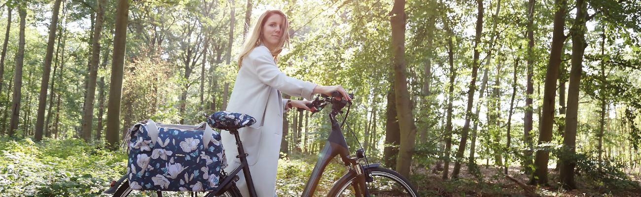 Des vêtements pluie et accessoires vélo tendance avec Basil