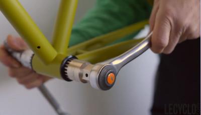 Serrer cuvettes du boitier de pédalier sans filetage dans le cadre velo