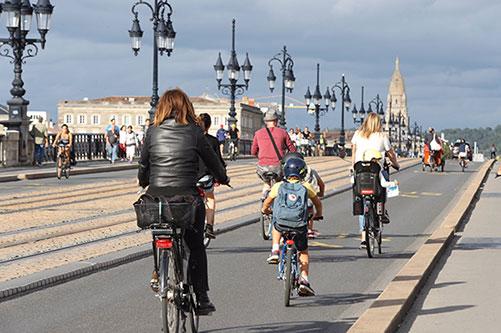Le pont de Pierre puvert aux cyclistes
