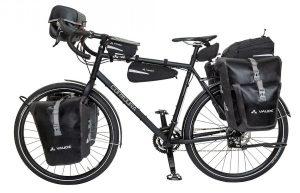 Vélo équipé de sacoches