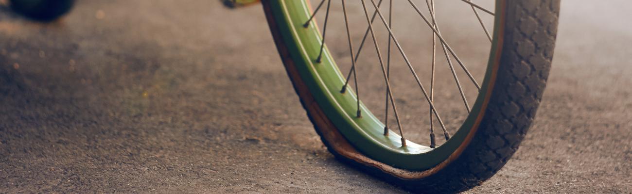 Comment réparer une crevaison sans démonter la roue du vélo?