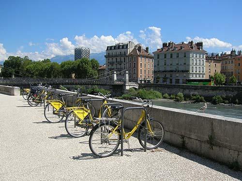 Le vélo, symbole d'une réussite municipale à l'approche des élections municipales de Grenoble 2020