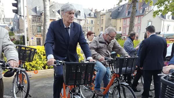 Pour certains candidats comme Stéphane Le Foll, le vélo est un argument pour les élections municipales Le Mans 2020