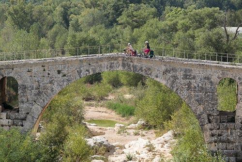 Le guide La Méditerranée à vélo indique les points incontournables de l'itinéraire
