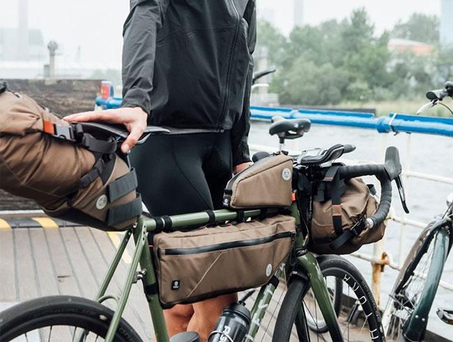 Sacoches Venture Agu sur un vélo