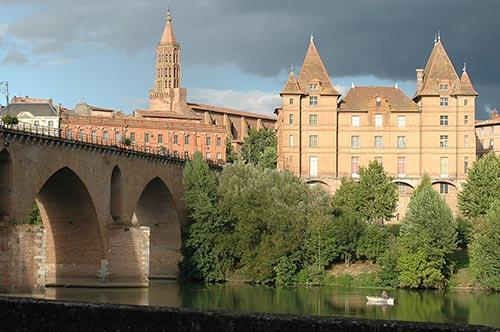 La ville rose de Montauban, départ de l'Aveyron à vélo
