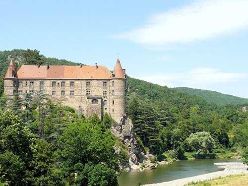 Le Chateau de Lavoute sur la Via Fluvia