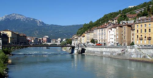 Grenoble et paysage montagneux