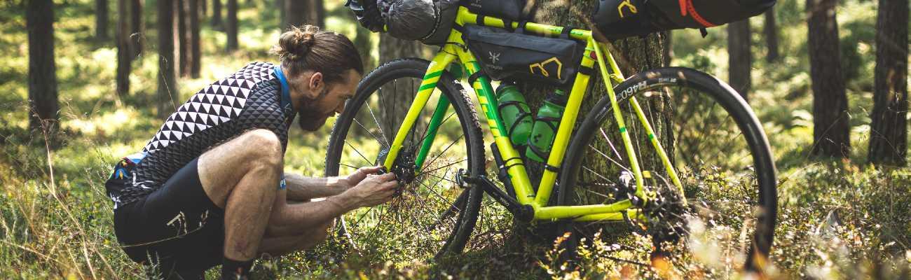 Le guide de réparations en voyage à vélo, cyclotourisme ou bikepacking
