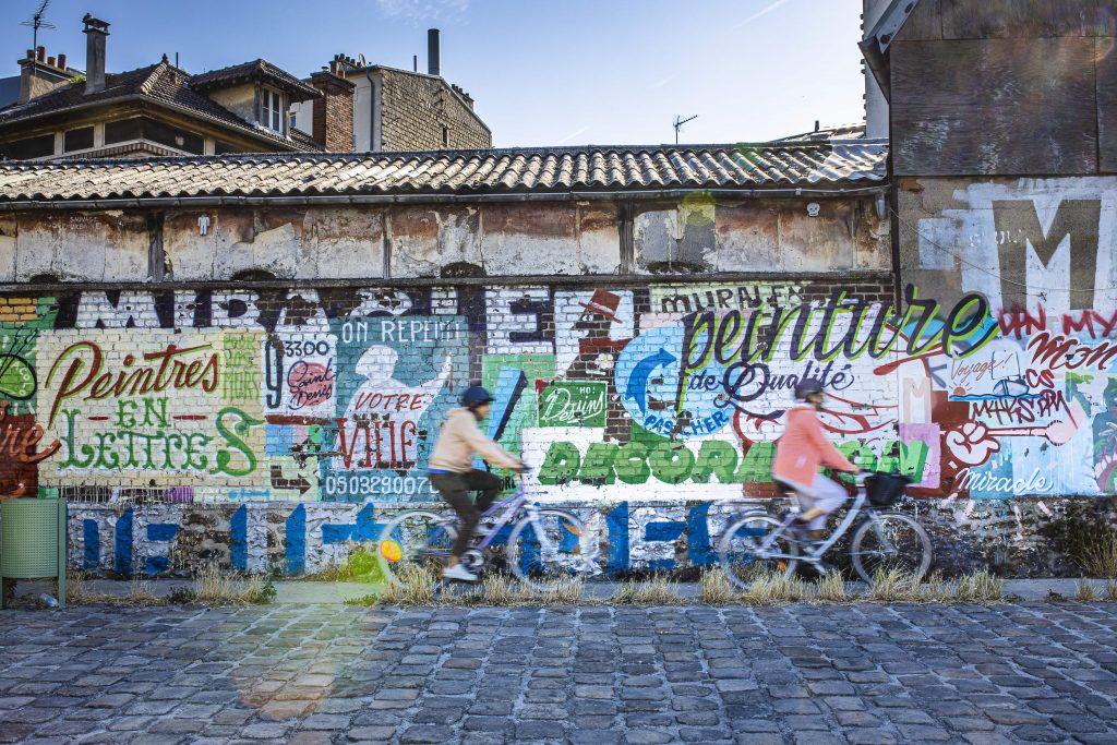 Street Art avenue le long de la Seine à vélo