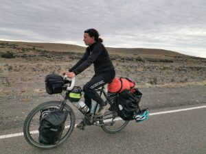 Voyage à vélo avec tout l'équipement bikepacking