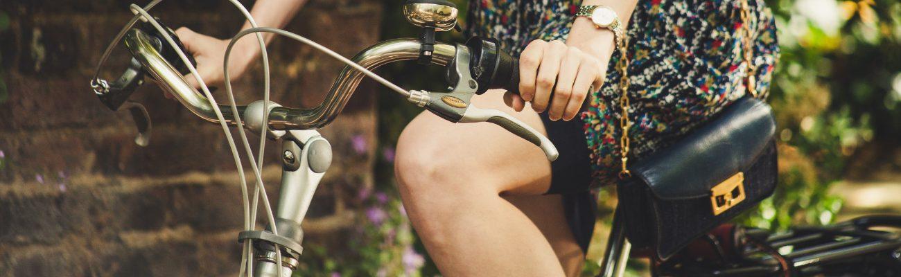 Comment porter son sac à main à vélo ?