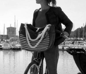Sac à main Hapo G à porter clipsé sur le guidon du vélo