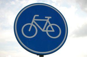 panneau bleu piste cyclable